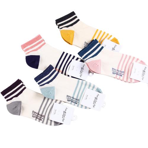 Разноцветные носки в полоску